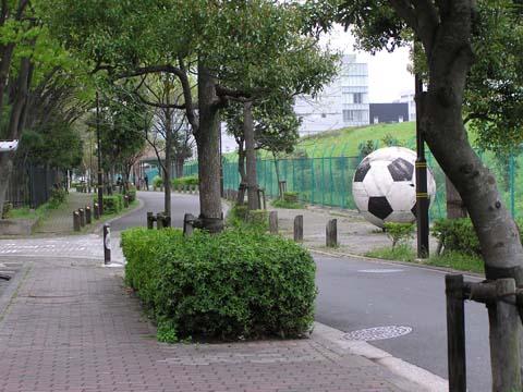 巨大なサッカーボール